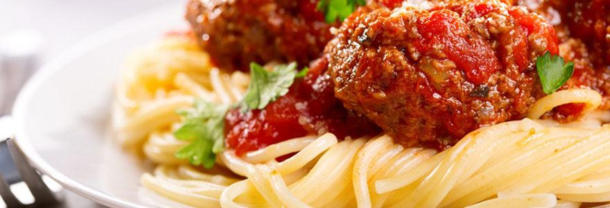 Déguster de bons plats de la gastronomie italienne